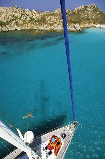 Voilier entre Corse et Sardaigne