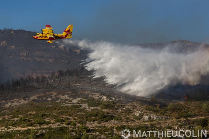 Marseille, incendie dans les calanquesMarseille et Cassis sur plus de 300 ha. Canadair