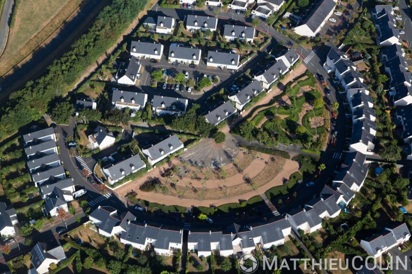 Angers, quartier La Papillaie près du lac de Maine, zone pavillonnaire résidentielle, villa ou maison individuelle (vue aérienne)