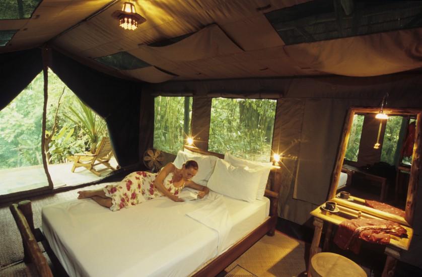 THAILANDE  - Immersion dans la jungle A la poursuite des diamants verts. Au départ de l'Elephant Hills, un éco-lodge luxueux, découverte de la jungle à pied sous la voûte végétale, en canoë et raft en bambou sur la rivière, à dos d'éléphant… (100 photos)  voir le reportage HD  sur Divergence-Images