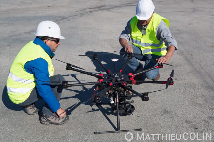 Prise de vue aérienne photo et vidéo en drone octocopter S1000 et canon 5D Mark III, télépilote et cadreur