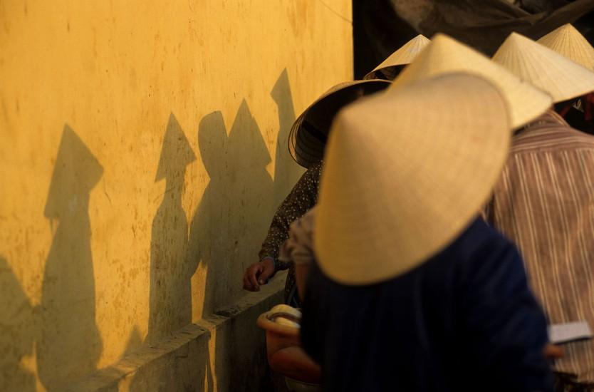 VIETNAM  - Ancienne ville coloniale - Hoi An, le Vietnam préservé. C'est l'histoire d'un petit bourg colonial endormi sur ses maisons ocres, posé au centre du Vietnam, à deux pas d'une longue plage où les hamacs se balancent dans la brise. (180 photos) Voir le reportage sur Divergence-Images