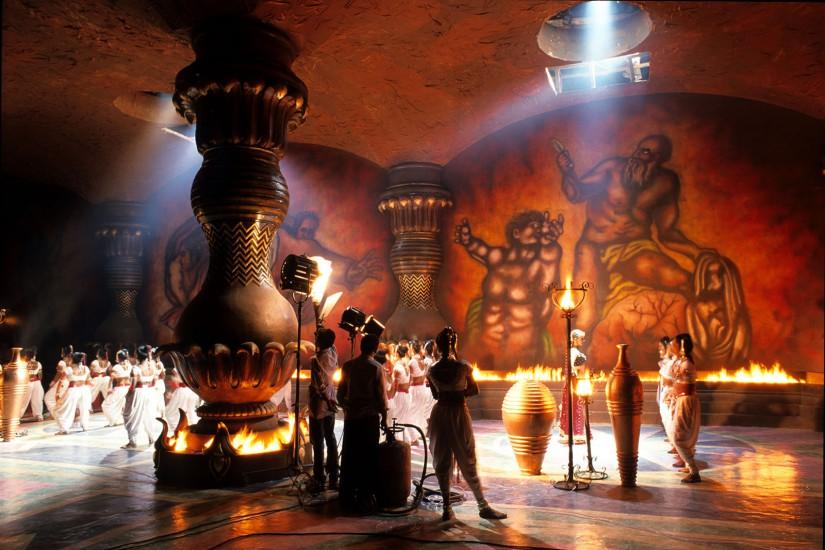 INDE  - Bombay, capitale du cinéma indien - Bollywood : l'Inde fait sn cinéma. Bombay, que l'on surnomme Bollywood, est la capitale du cinéma indien, l'une des plus grosses industries cinématographiques du monde. Là bas, les stars sont vénérées comme des divinités. (80 photos) Voir le reportage sur Divergence-Images