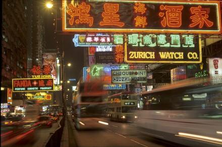 CHINE - Chiner c'est du chinois - Hong Kong à tous prix. C'est le grand déballage au paradis du shopping : chaque année, de juin à août, Hong Kong organise des mégasoldes, jusqu'à 80% de réduction dans les boutiques et les marchés traditionnels ! Une occasion en or…(180 photos) Voir le reportage sur Divergence-Images