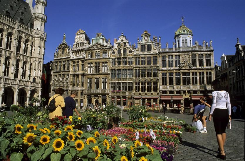 BELGIQUE  - Bande dessinée, art nouveau, musées royaux - Bruxelles, belle du Nord. Plongée au cœur d'une cité royale qui sut rester chaleureuse tout en devenant surprenante. La voilà enivrée par le regain de vitalité imposé par sa jeunesse, douée pour la convivialité. Restaurants, hôtels, shopping, musées… (140 photos) Voir le reportage sur Divergence-Images