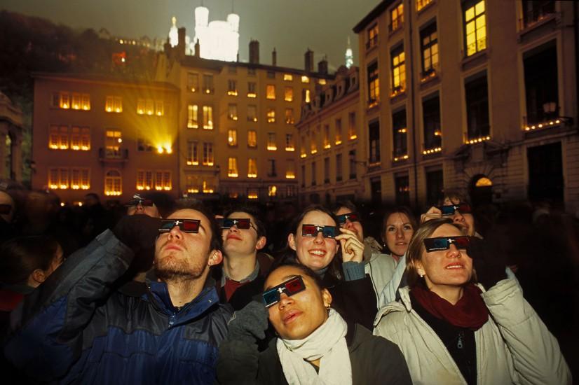RHONE  - Fête des lumières du 8 décembre - Lyon l'allumée. Le 8 décembre, Lyon se transforme pendant quatre soirs en théâtre de toutes les lumières. Fête religieuse depuis 1852, la fête de la lumière s'est aujourd'hui transformée en un étonnant rituel urbain. (180 photos) Voir le reportage sur Divergence-Images