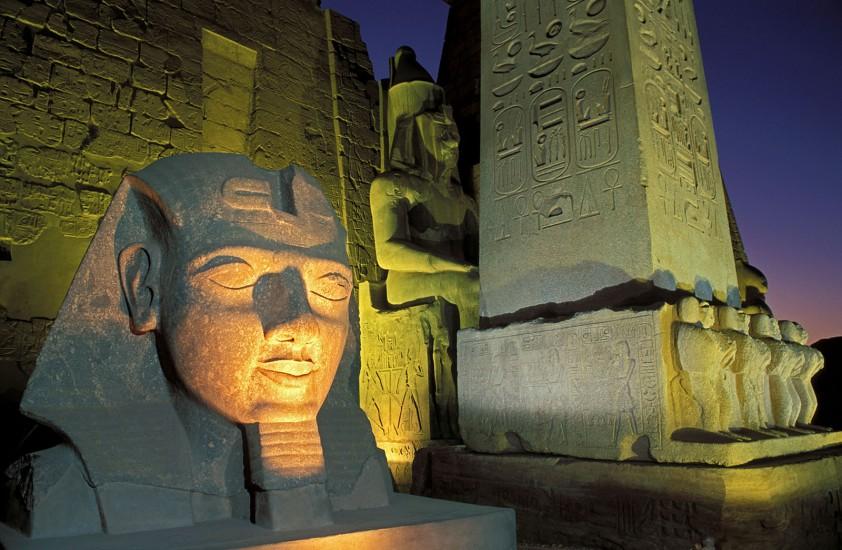 EGYPTE  - Le Nil aux trésors - Le Nil d'Assouan à Louxor. Embarquement immédiat pour un voyage dans le temps, une croisière sur le Nil, entre Louxor et Assouan. Dans la fournaise du désert, le ruban magique dévoile un musée à ciel ouvert. Pharaonique.. (100 photos) Voir le reportage sur Divergence-Images