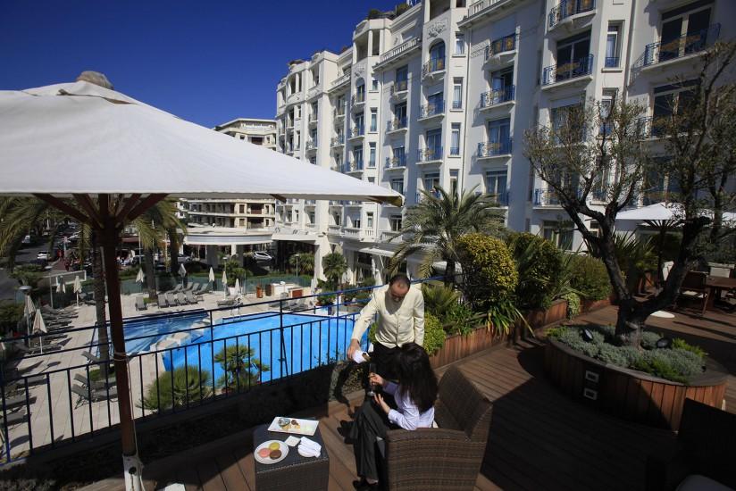 COTE D'AZUR  - Hôtellerie de luxe - Cannes, les palaces de la Croisette. Martinez, Carlton, Majestic Barrière, JW Marriott. Les hôtels 5 étoiles et leurs suites de rêve s'étalent sur la Croisette face à la baie de Cannes. (63 photos)Voir le reportage sur Divergence-Images