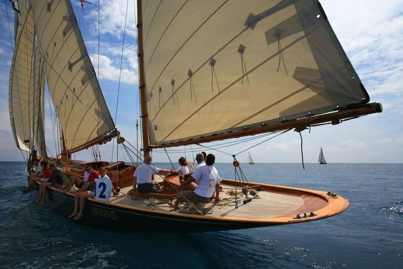 Régate de vieux voiliers de collection, Trophée Panerai (yachting) , une sélection des plus beaux Yachts d'Epoque (construit avant 1950), Yachts Classiques (construit avant 1976) et Yachts Esprit de Tradition ainsi que les Classes Métriques )Voir le reportage sur Divergence-Images