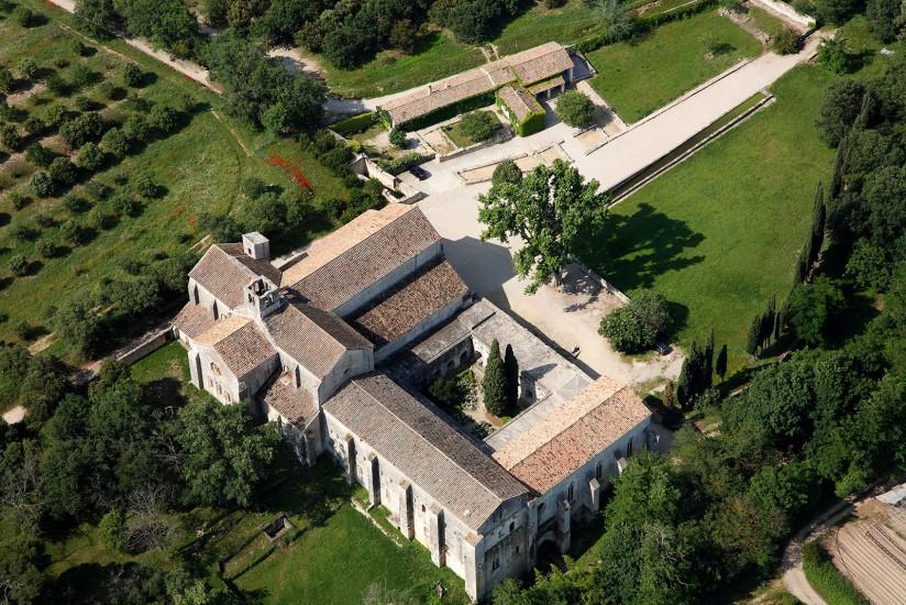 FRANCE - Provence - Bouches-du-Rhône - La Durance. Vues aériennes de la vallée de la Durance. L'abbaye de Silvacane, le village de Mallemort, le viadu TGV de Vernègues (14 photos) Voir le reportage sur Divergence-Images