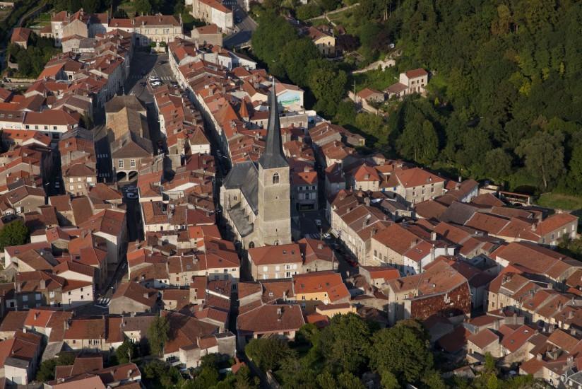 FRANCE - Lorraine - Meurthe-et-Moselle - Le Saintois. Vues aériennes de la collline de Sion, du château d'Haroué, du bourg de Vézelise et des villages du saintois au sud de Nancy. (37 photos) Voir le reportage sur Divergence-Images