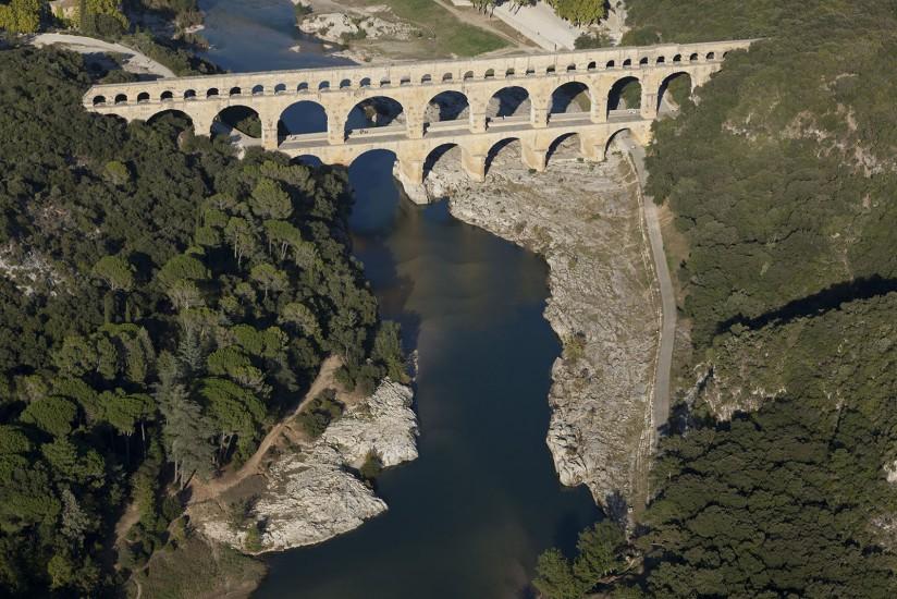 FRANCE - Paca - Gard - Le Pont du Gard. Vues aériennes du pont du Gard, aqueduc romain classé Patrimoine Mondial de l'UNESCO, qui enjambe le Gard. Villages de Rémoulins, Castillon-du-Gar, Fournes, ligne LGV (100 photos) Voir le reportage sur Divergence-Images