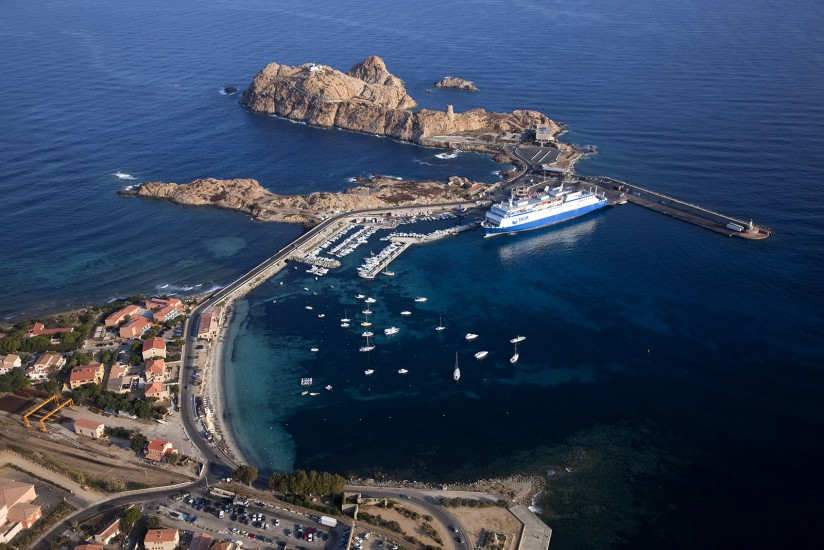 L'île de Beauté vue du ciel. Vues aériennes de l'île Rousse, de ses plages et de la région de Sagone et Cargèse. (44 photos)Voir le reportage sur Divergence-Images