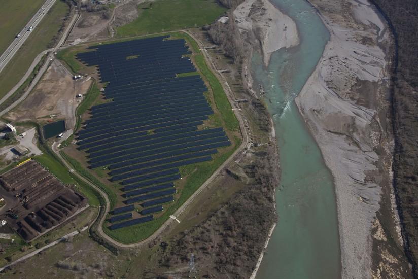 FRANCE - Provence - Alpes-de-Haute-Provence - Parc solaire. Vues aériennes de deux parcs solaires à Manosque et à Sainte Tulle dans la vallée de la Durance. (18 photos) Voir le reportage sur Divergence-Images