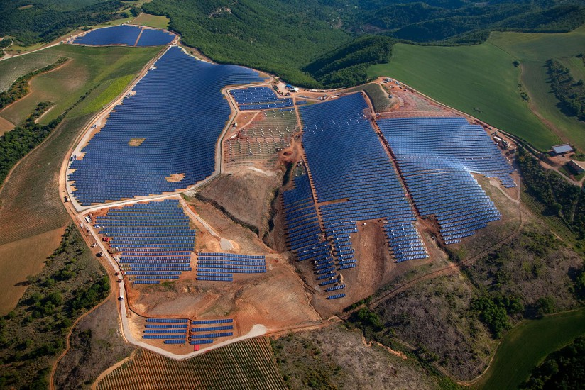 FRANCE - Alpes-de-Haute-Provence - Parc solaire des Mées. Vues aériennes de 4 centrales solaires sur le plateau de la Colle, ces parcs photovoltaïques s'étendent sur une surface de 200 ha pour une capacité totale de 100 MW (44 photos) Voir le reportage sur Divergence-Images