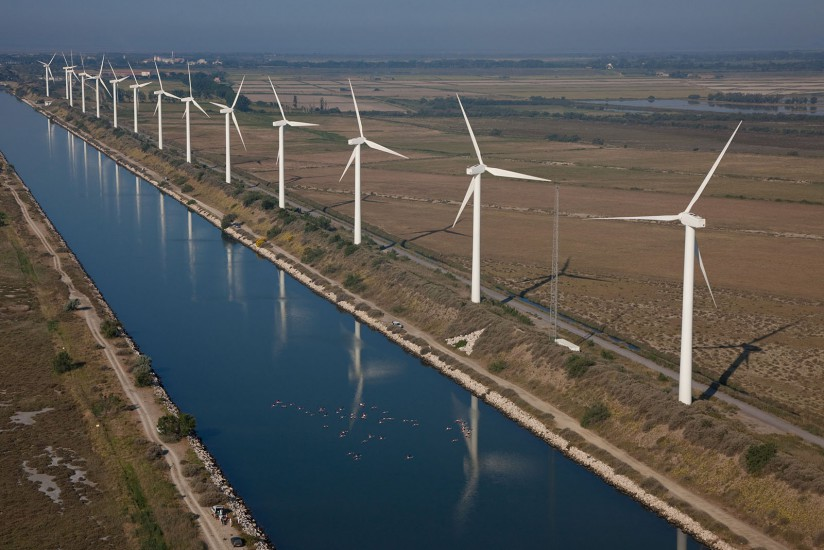 Parc de 25 éoliennes en Camargue