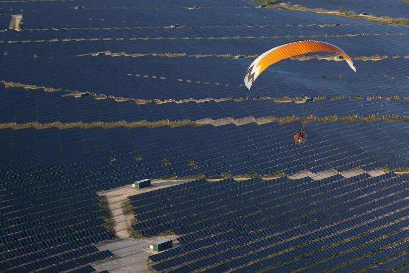 FRANCE - Lorraine - Meurthe-et-Moselle - Une des plus grandes centrales solaires de France. Vues aériennes du Toulois. Toul et sa cathédrale, la centrale photovoltaïque de Toul-Rosières sur 367 Ha d'EDF-En. (37 photos)  Voir le reportage sur Divergence-Images