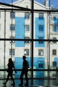 France, Bouches-du-Rhône (13), Marseille, quartier Euroméditerranée, Les terrasses du Port, centre commerciale, vue sur la façade du batiments des Docks