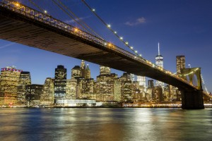 Etats-Unis, New York, Manhattan, pont de Brroklyn devant la skyline de nuit avec le One World Trade Center (1WTC)
