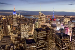 Etats-Unis, New York, Manhattan, vue des gratte-ciels de nuit depuis le sommet de la tour du Rockefeller Center, Top of the Rock