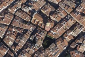 France, Var (83), Golfe de Saint Tropez, Prequ'île de Saint Tropez, village de Saint Tropez et clocher de l'église (vue aérienne)