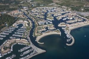 France, Var (83), golfe de Saint-Tropez, marina de la cité lacustre de Port Grimaud (vue aérienne)