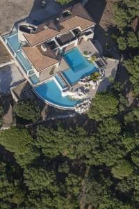 France, Var (83), Golfe de Saint Tropez, Gassin , villa avec piscine (vue aérienne)