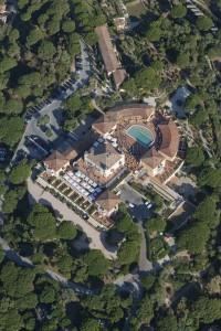 France, Var (83), presqu'ile de Saint-Tropez, chateau de la Messardivee, hotel de luxe cinq etoiles (vue aerienne)