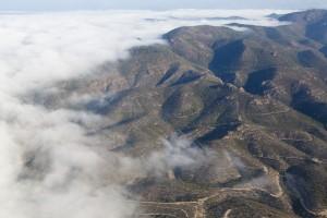 france, Var (83), commune de Saint Raphaël, massif de l'Esterel, forêt domaniale de l'Esterel dans les nuages ou la brume (vue aérienne)