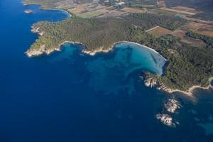France, Var (83), littoral, corniche des Maures, commune du Lavandou, plage de l'Estagnol (vue aérienne)