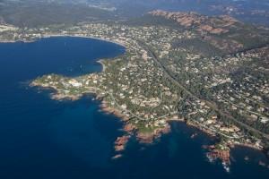 france, Var (83), littoral de la commune de Saint Raphaël, massif de l'Esterel, golfe de Fréjus, Rade d'Agay, Pointe de la Baumette  (vue aérienne)
