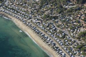 France, Var (83), littoral, corniche des Maures, commune du Lavandou, plage de la Favière, camping du domaine (vue aérienne)