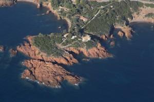 france, Var (83), littoral de la commune de Saint Raphaël, massif de l'Esterel, Le Trayas, pointe du Cap Roux (vue aérienne)