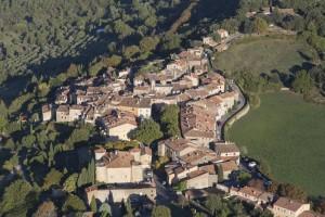 France, Var (83), Village perché de Toutour (vue aérienne)