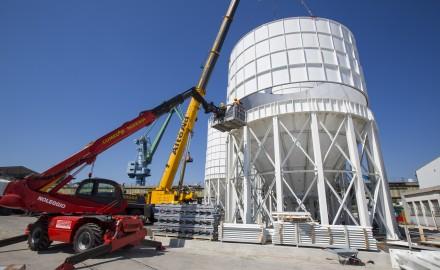 France, Bouches-du-Rhone (13), Marseille, Port de Marseille, construction de 6 silos à ciment. Entreprise InterTitan