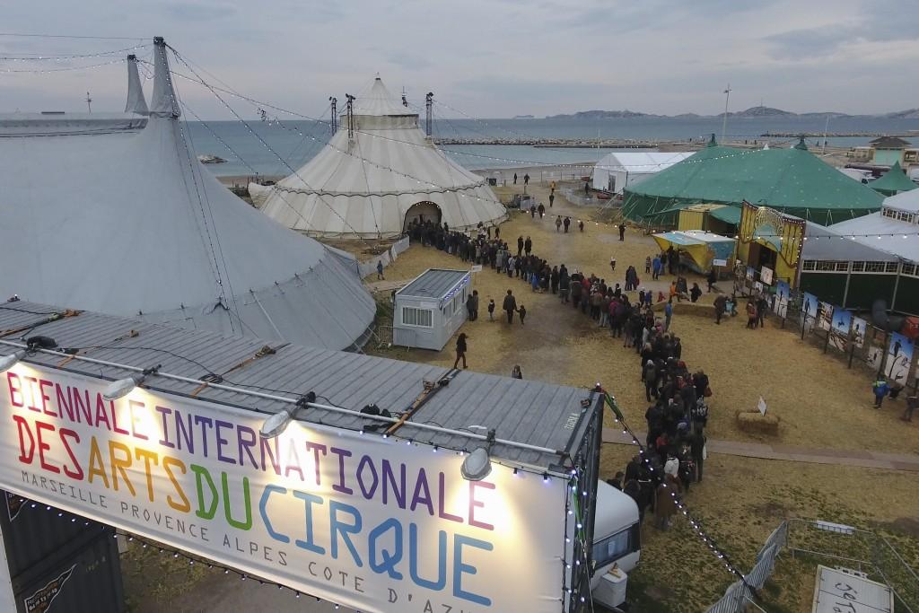 France, Bouches-du-Rhône (13), Marseille, chapiteaux de la biennale internationale des arts du cirque de Marseille Provence Alpes Cote d'Azur,  sur l'esplanade des plages du Prado (vue aérienne)