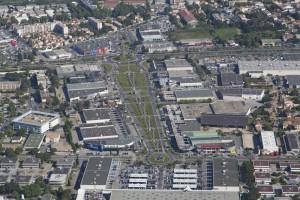 France, Gard (30), Nîmes, zone commerciale, cours Jean Monnet (vue aérienne)