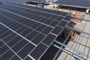 France, Bouches-du-Rhone (13), Miramas, STVA Sodemat, toit solaire ombrière Urbasolar sur le parking de 15000 véhicule, centrale solaire (vue aérienne)