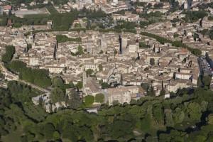 France, Gard (30), Uzès, le château Ducal dit le Duché d'Uzès et la cathédrale Saint-Théodorit avec la tour Fenestrelle (vue aérienne)