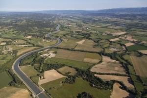 FFrance, Bouches-du-Rhône (13), Le Puy-Sainte-Réparade, méandres du canal EDF ou canal usinier de la Durance, château de Fonscolombe (vue aérienne)