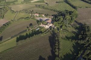 France, Bouches-du-Rhône (13), Rognes,  Château Beaulieu, domaine des Coteaux d'Aix-en-Provence (vue aérienne)