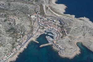 rance, Bouches-du-Rhône (13), Marseille, Parc National des Calanques, massif des calanques, village Les Goudes (vue aérienne)