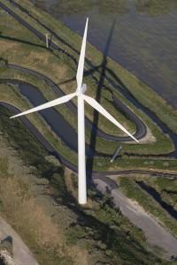 france, Bouches-du-Rhône (13), Camargue, Fos-sur-Mer,  Grand port maritime de Marseille  ou GPMM,  canal de la compagnie nationale du Rhône, parc éolien de Fos-sur-mer, 850 kw, 25 éoliennes de 75m de haut (vue aérienne)