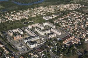 france, Bouches-du-Rhône (13), Parc naturel régional de Camargue, Port-Saint-Louis-du-Rhône, HLM Vauban, logement social (vue aérienne)