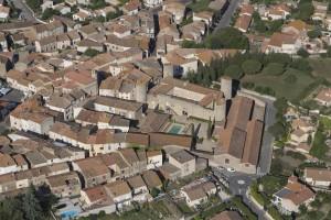 France, Hérault (34), Maureilhan et son chateau à quatre tours rondes  (vue aérienne)