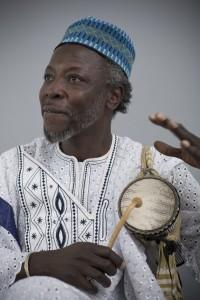 Portrait de Seydou Dramé, Comédien, Auteur Compositeur Percussions www.seydoudrame.net