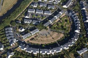 France, Maine-et-Loire (49), Angers, quartier La Papillaie près du lac de Maine, zone pavillonnaire résidentielle, villa ou maison individuelle (vue aérienne)