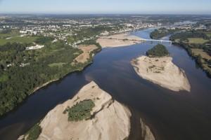 France, Maine-et-Loire (49), Saumur, la Loire, domaine Gratien et Meyer (vue aérienne)