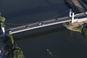 France, Maine-et-Loire (49), Chalonnes-sur-Loire, Val de Loire classé au Patrimoine mondial de l'Unesco, pont (vue aérienne)