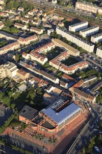 France, Yvelines (78), Trappes en Yvelines, hotel de ville ou mairie  (vue aerienne)